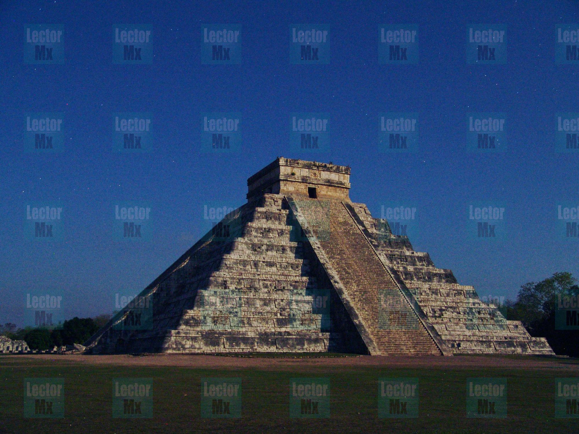 ¿Igualdad de género? Luna azul forma a Kukulcán femenino en Chichén Itzá