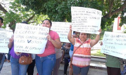 Tianguistas en Umán truenan contra alcalde que busca reelección