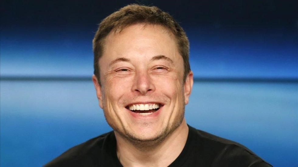 Elon Musk está construyendo un dragón cibernético