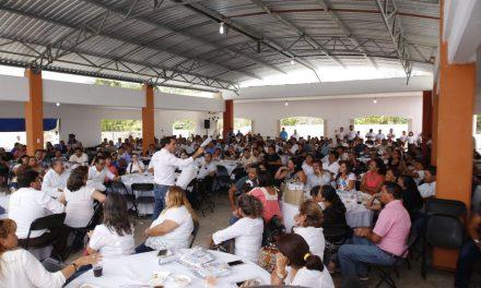 """""""Yucatán tiene los mejores maestros y es primordial apoyarlos"""": Vila Dosal"""