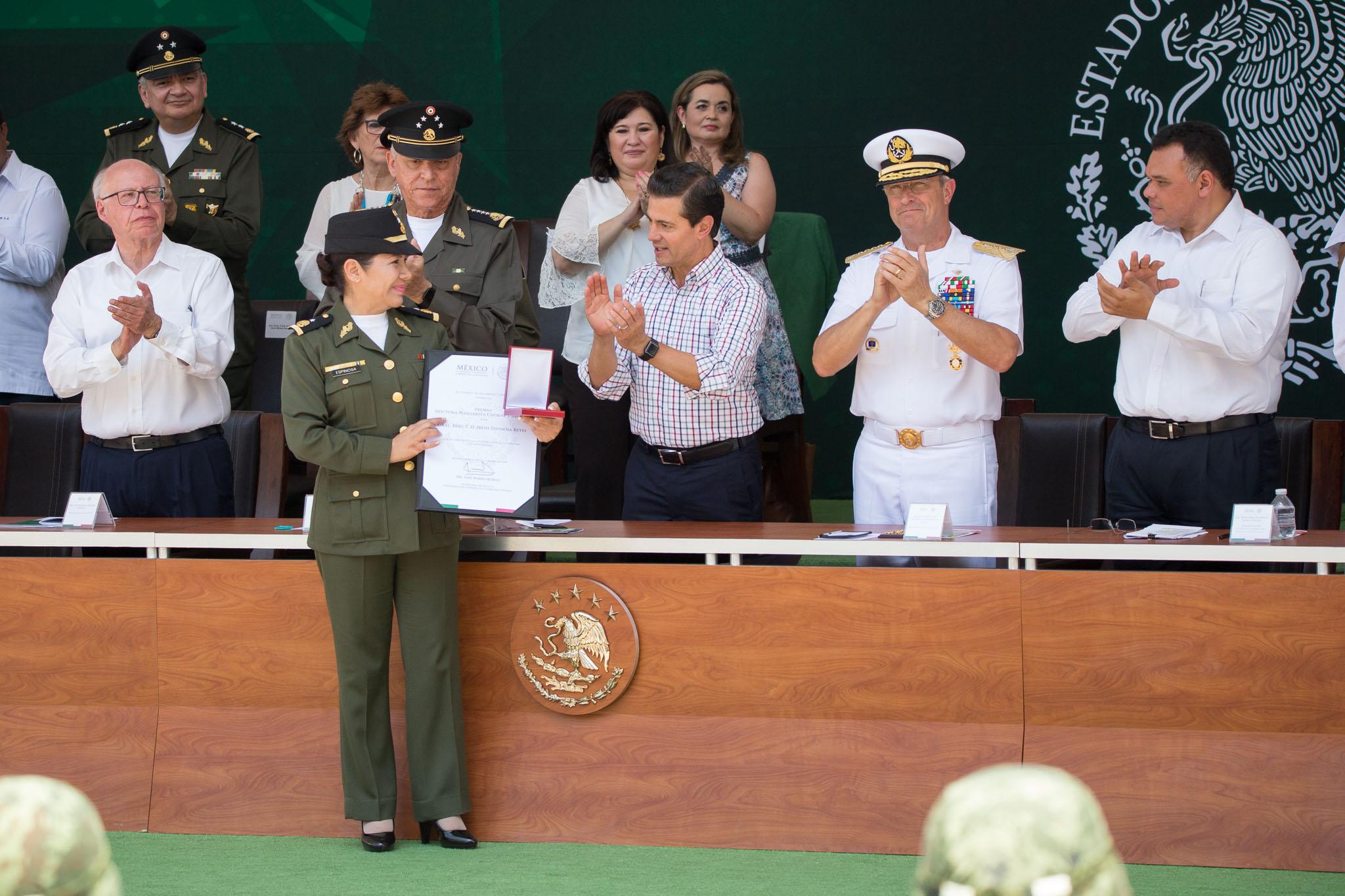 Insiste Peña Nieto en defensa de la dignidad de mexicanos