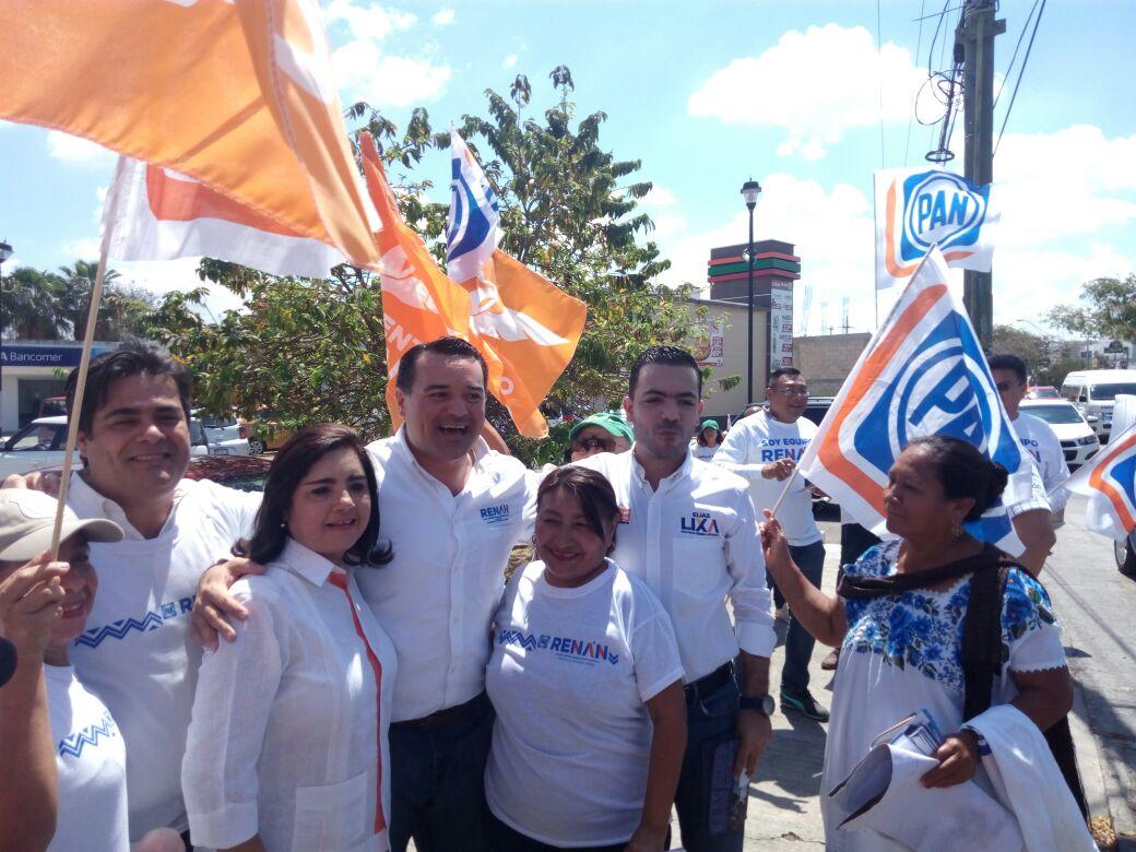 Candidatos panistas ocupan cruceros para pedir el voto