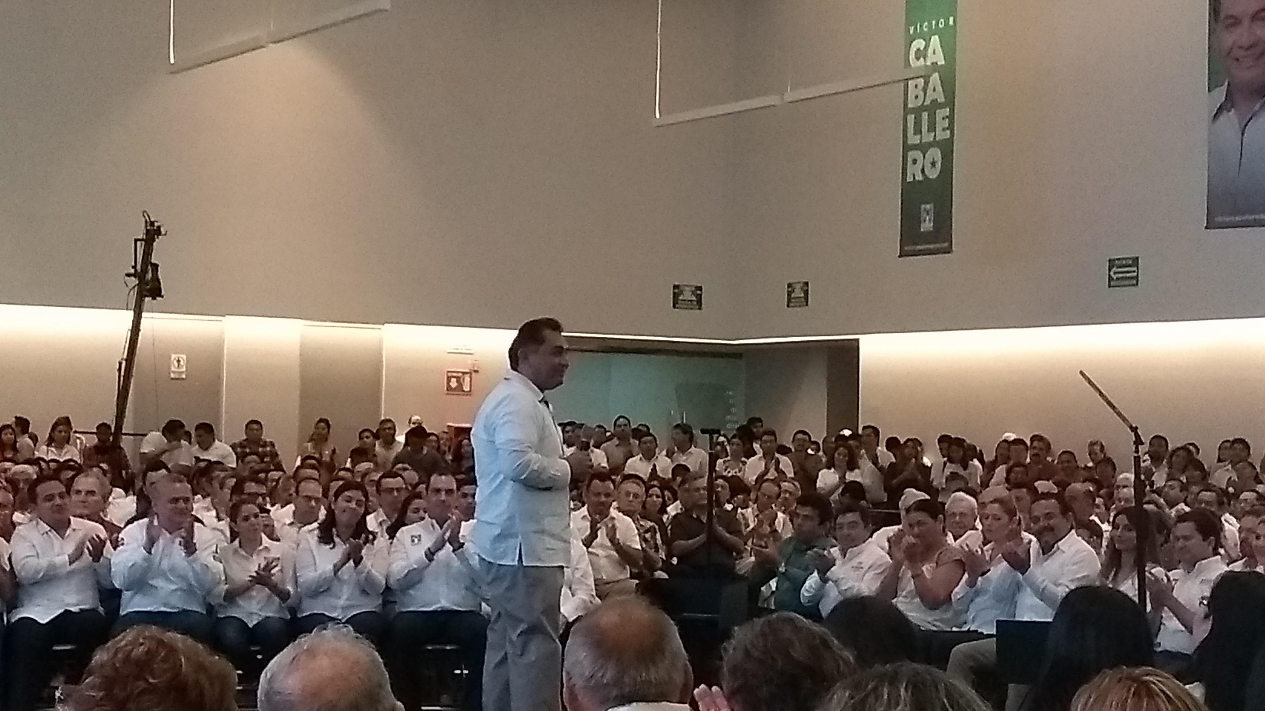 Caballero Durán plantea alternativas para Mérida