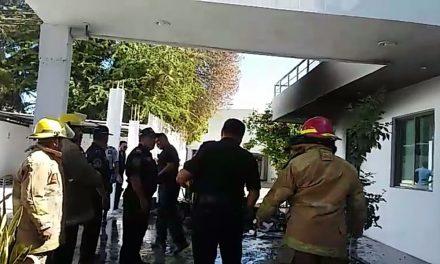 Fuego daña dos consultorios de clínica incendiada en Mérida