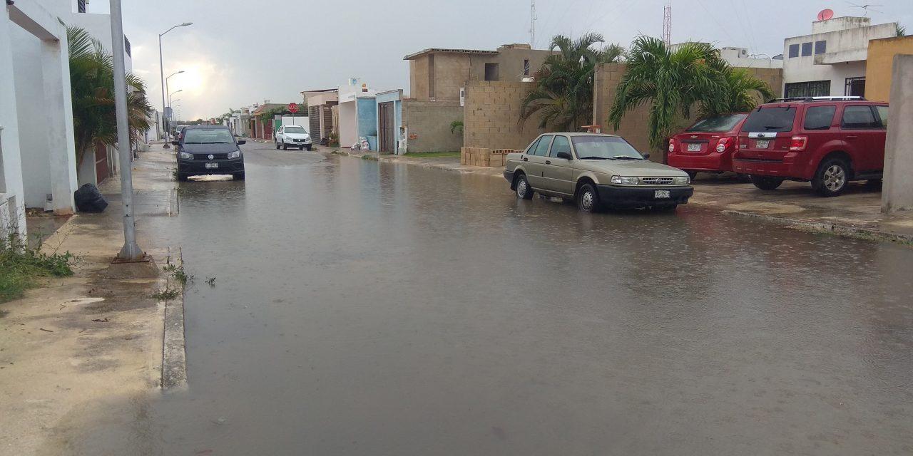 Desquicia lluvia zonas de Mérida; cae en 3 horas todo lo de abril