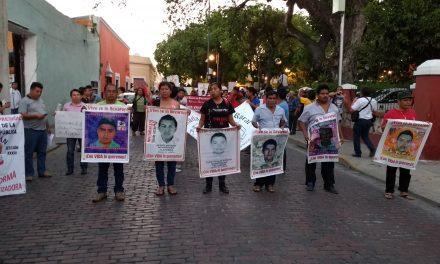 Ayotzinapa, sin justicia; visita de padres en puerta