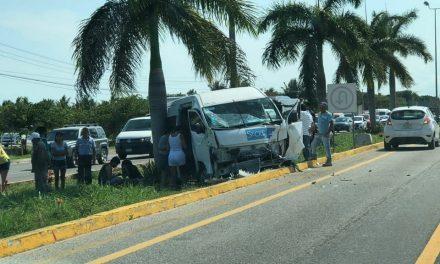 Diez heridos en 'carreterazo' de camioneta en Riviera Maya