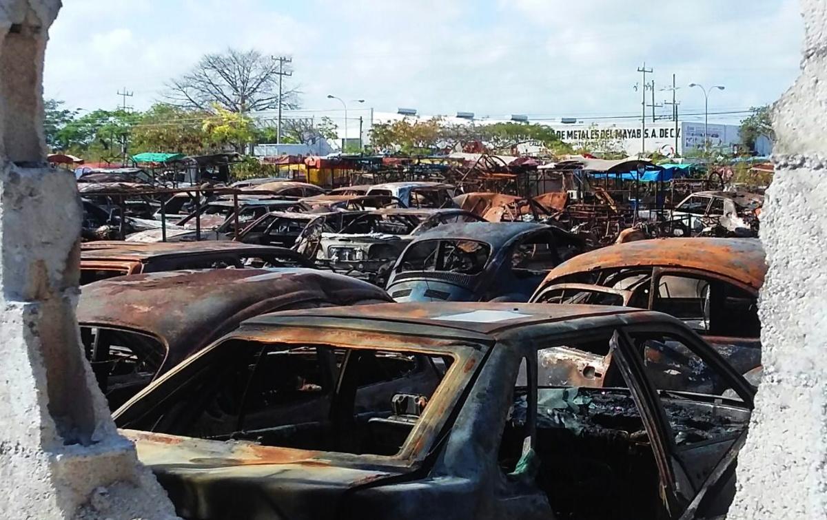 Infierno en corralón de Mérida: incendio acaba con cientos de vehículos (video)