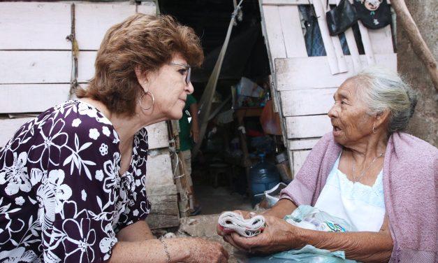 Alcaldesa de Mérida visita a dos beneficiarias de acciones de vivienda