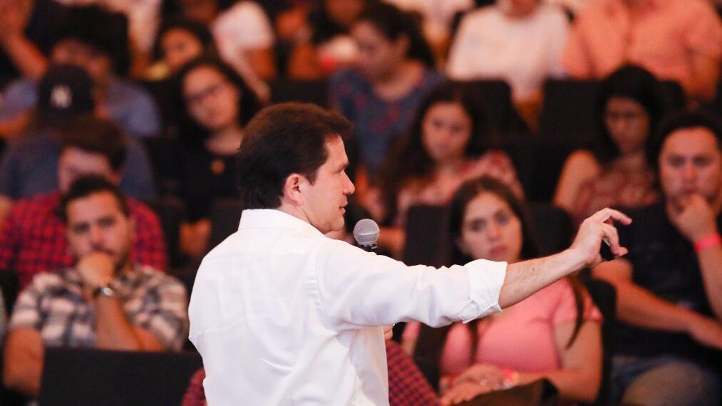 Sahuí presenta sus propuestas en la Universidad Marista