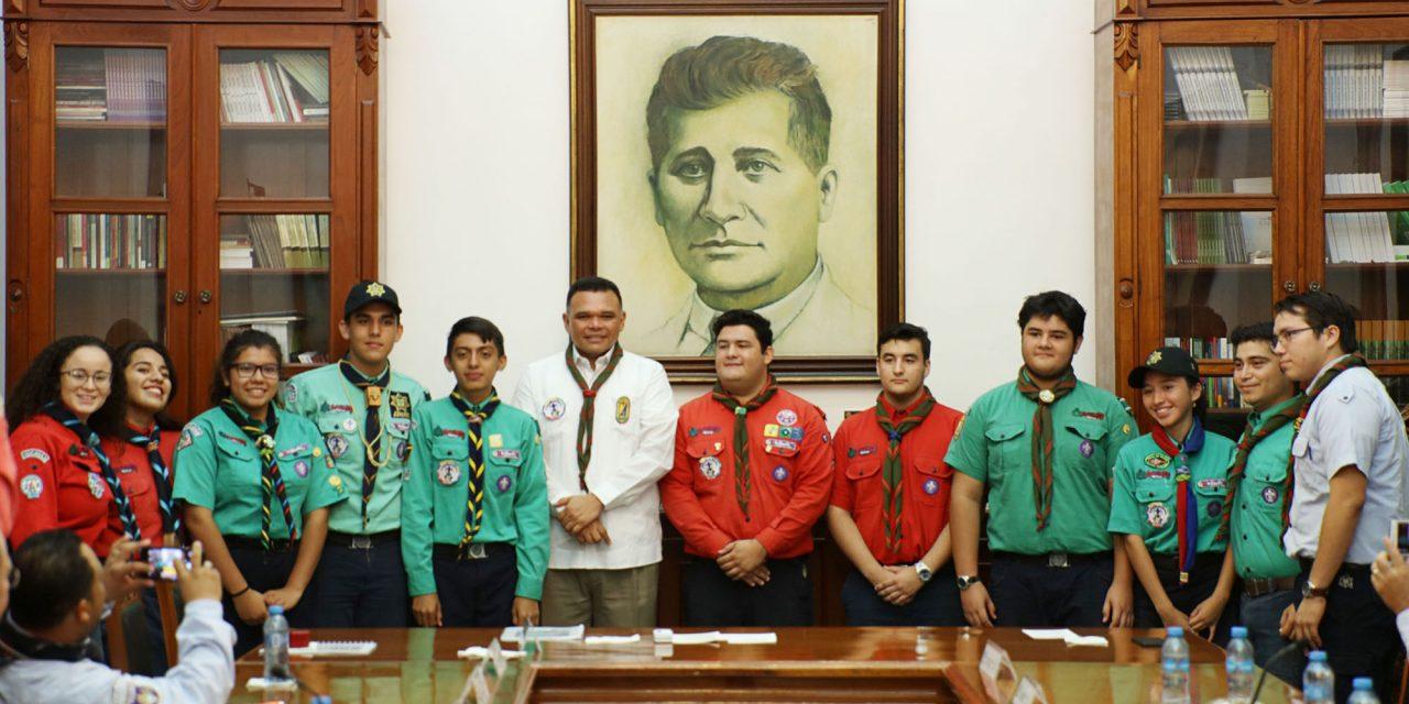 Escultista y activo combatiente de rezago educativo #Yucatán