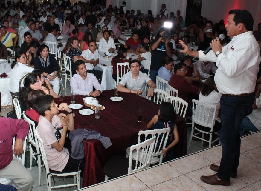 """""""Huacho"""" hace un compromiso con los jóvenes"""