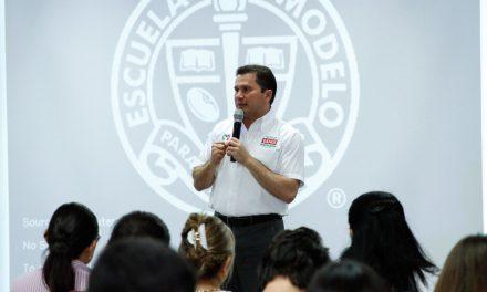 A reflexionar sobre el futuro de Yucatán: Sahuí en Universidad Modelo