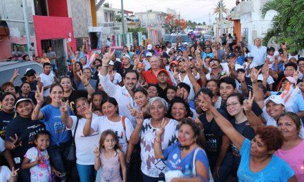 """""""Sigamos fuertes por el Progreso que merecemos"""" señala Julián Zacarías en la Colonia Vicente Guerrero"""