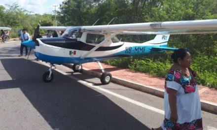 Aterriza de emergencia una avioneta en carretera de Yucatán