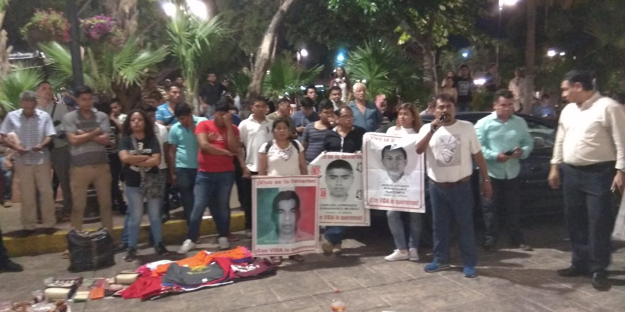 Con 'la esperanza viva', familiares de normalistas de Ayotzinapa