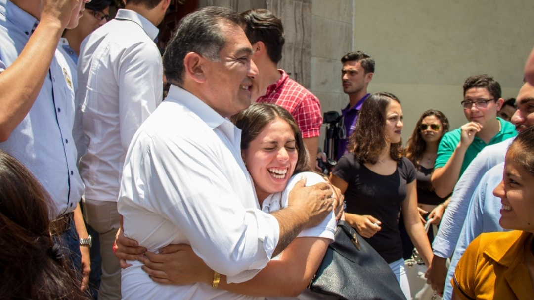 Caballero Durán ofrece nueva visión de gobierno a universitarios