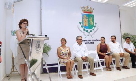 Entregan certificados a nuevas egresadas de talleres municipales de capacitación y autoempleo