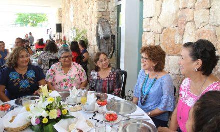 Ayuntamiento de Mérida reconoce labor de maestros en su día