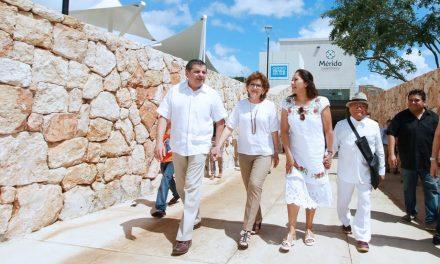 Armando Manzanero visita el Centro Cultural del Sur