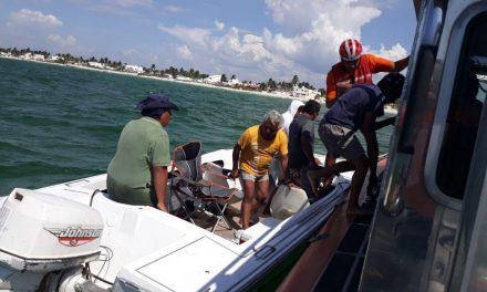 Auxilia Semar a cuatro personas de lancha en Chelem