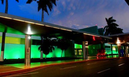 Iluminado de verde, Aeropuerto Internacional de Mérida manda mensaje de sustentabilidad