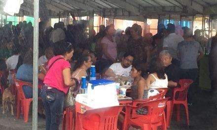 En #Mérida: ni la lluvia impidió gran comilona de chicharra