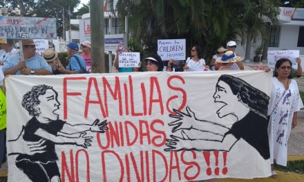 Repudian política migratoria de Trump frente a Consulado EU en Mérida