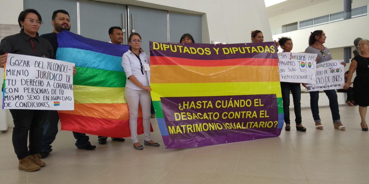 Irrumpen en Congreso de Yucatán: 'Todos pagamos sus sueldos, no solo los heterosexuales'