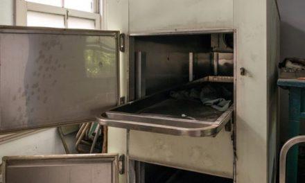 """Mujer dada por muerta """"resucita"""" en la nevera de una morgue"""