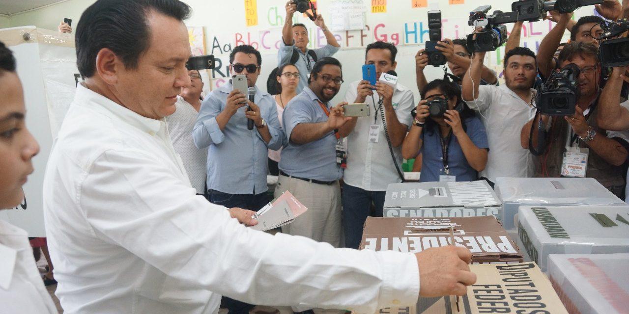 Acude Huacho a votar, optimista ante resultados