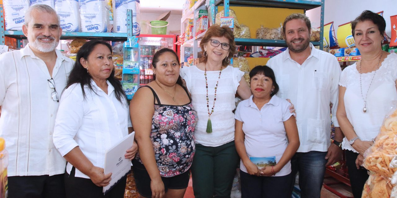 Visita alcaldesa María Fritz a beneficiados del programa Micromer