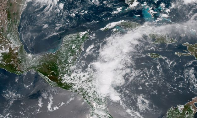 Dos ondas tropicales traerán más lluvias en Península de Yucatán