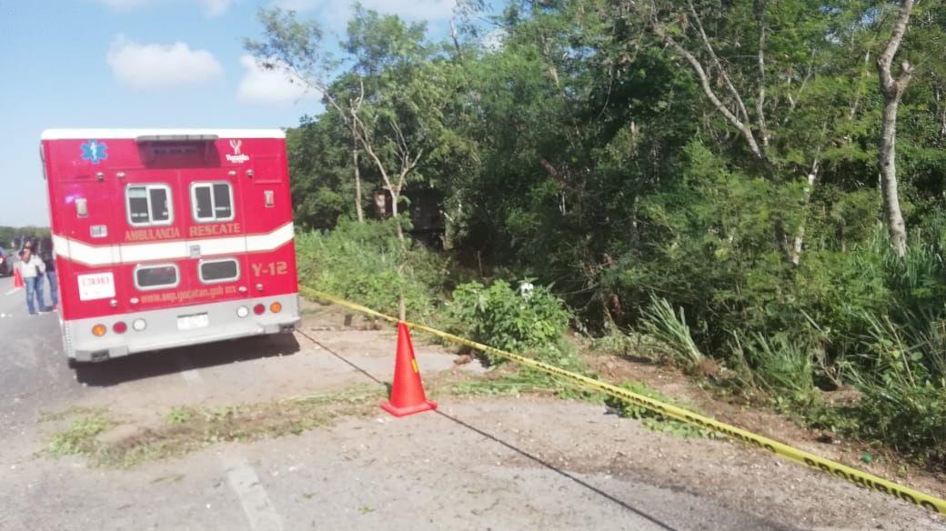 Tráiler embiste camioneta cerca de Mérida: dos muertos, otro grave