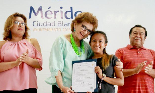 Entrega alcaldesa certificados a alumnos de Centros de Desarrollo Integral