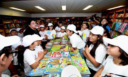 Niños de Mérida a biblioteca flotante más grande de mundo