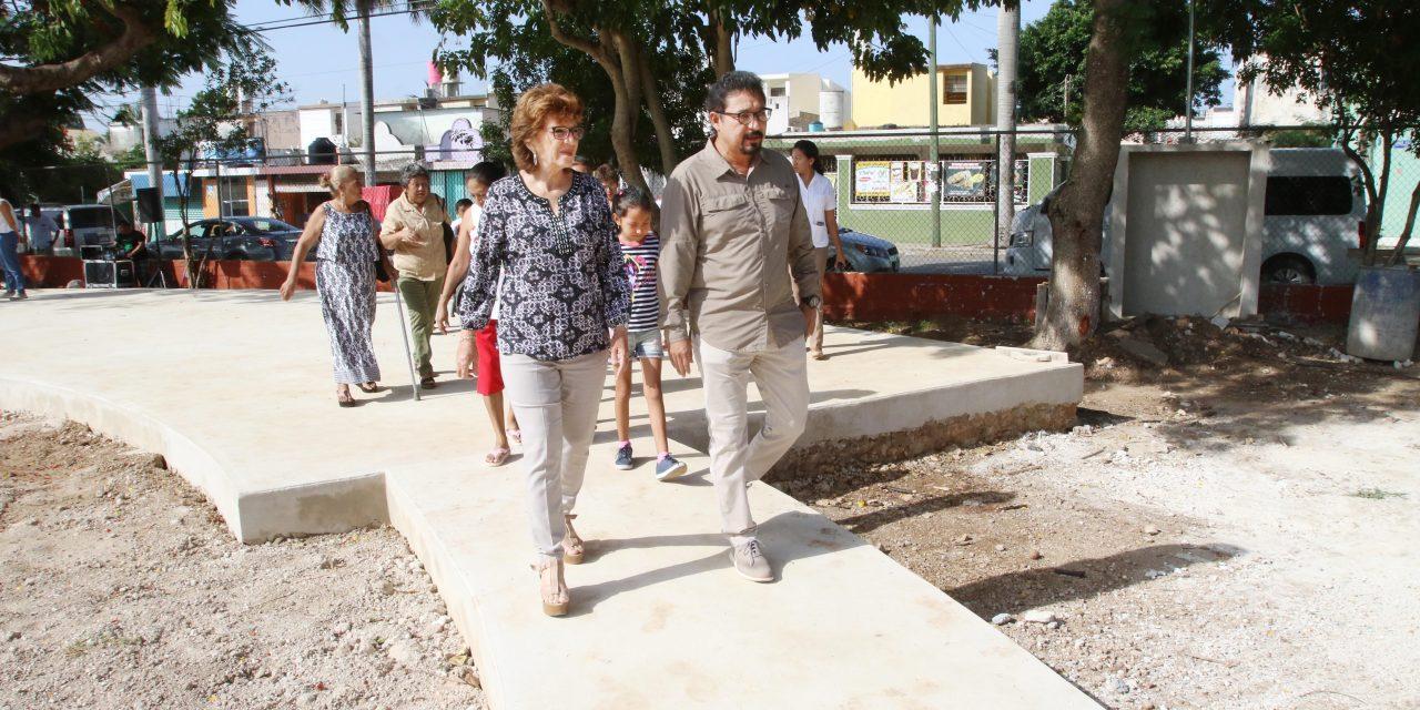 Supervisan rehabilitación de parques en oriente y sur de Mérida
