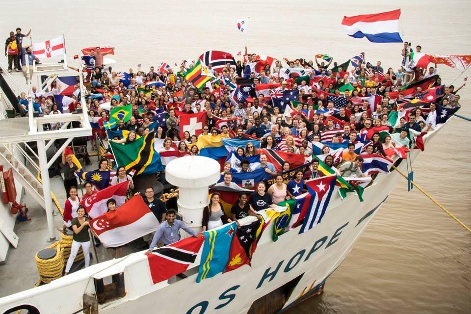 Arriba peculiar buque cultural a Progreso