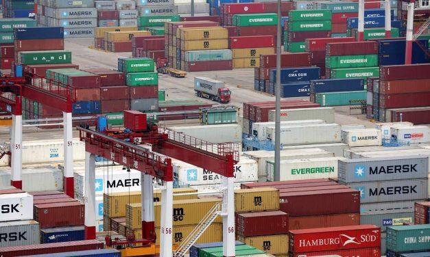Inicia guerra comercial; aranceles entran en vigor