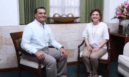 Alcaldesa María Fritz recibe la visita del alcalde electo, Renán Barrera Concha.
