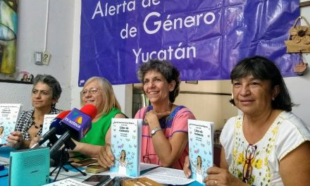 Exigen mujeres a Vila que su gabinete no sea 'club de Toby' (video)