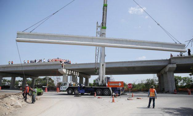 Distribuidor vial Baca-Yaxkukul, sobre la Mérida-Motul, a finales de agosto
