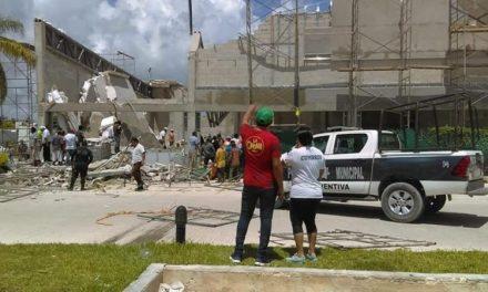 """Colapsa sección de futuro """"Súper Aki"""" en Puerto Morelos"""