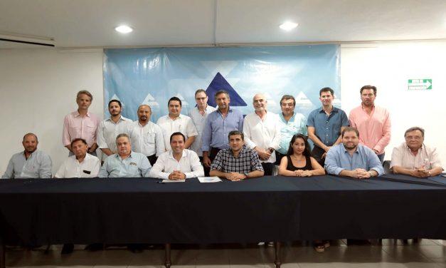 Mauricio Vila se reúne con integrantes de la Canaco Servytur