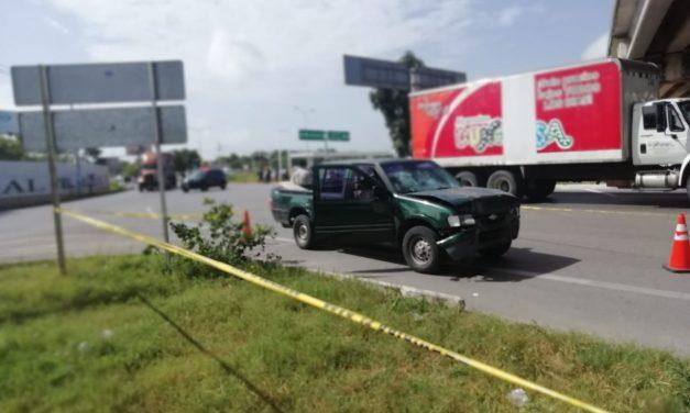 Tráiler sin frenos embiste cuatro autos; 1 muerto 20 heridos