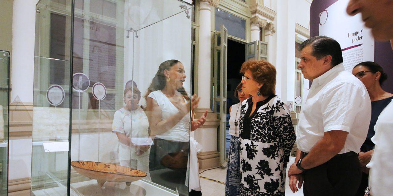 """Alcaldesa atestigua obra: """"El Siglo de las Mujeres"""" y exposición """"Ko'olel, transformando el camino"""""""