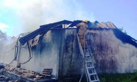 Consume incendio bodega de la empresa Crío en Tetiz