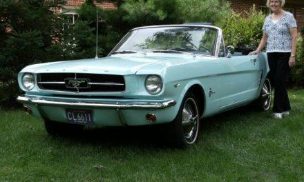 La primera dueña de un Ford Mustang pensó en tirarlo a la basura, lo conservó… ¡y ahora vale 350 mil dólares!