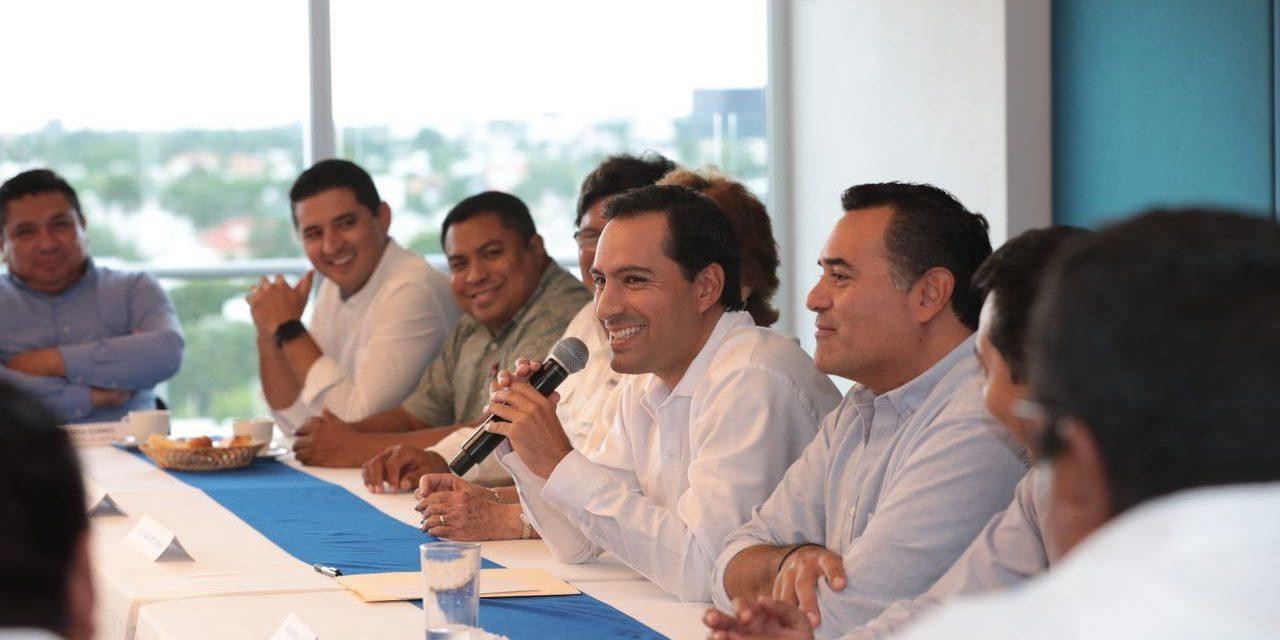 Encuentro de Vila con alcaldes electos de PAN, PRD y MC