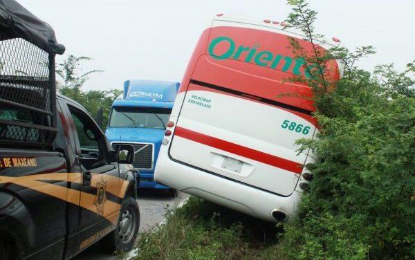 Chofer de autobús evita choque mortal y salva a 30 pasajeros, en vía a Celestún
